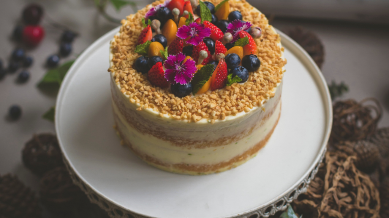 Enchant your wedding guests with edible flowers